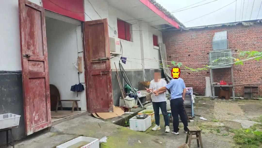 戴丝巾、持撬棍,巴中一男子深夜入室盗窃14000余元被抓!