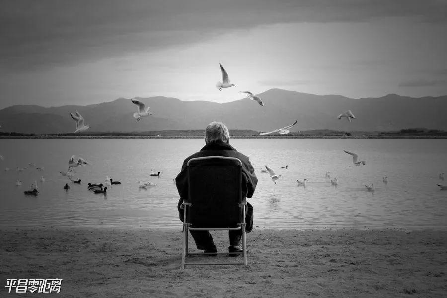 【晚八点红包】孤独和病痛哪个更让人绝望?